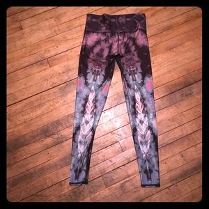 "TEEKI ""eagle feather"" medium leggings"